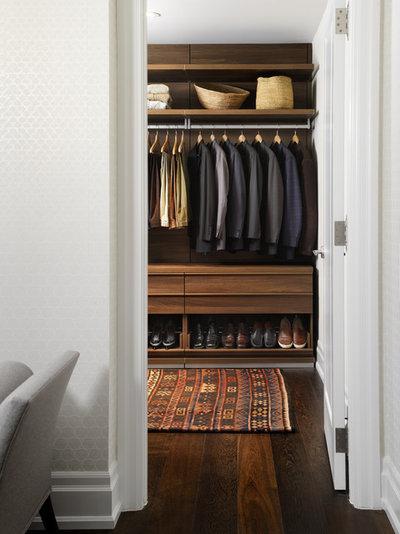 Modern Closet by Croma Design Inc.