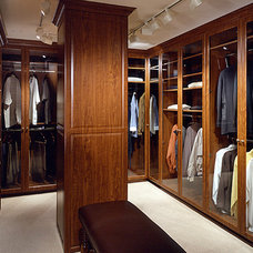 Modern Closet by Donna Livingston Design