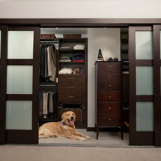 Modern Closet by Mahogany Builders