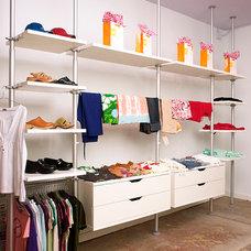 Modern Closet by NANO LLC