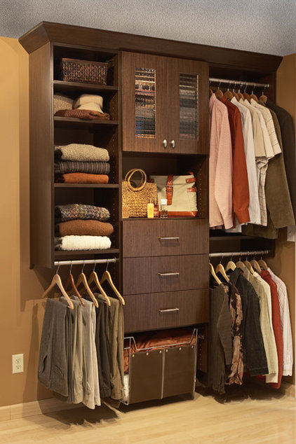 Modern Closet by Twin Cities Closet Co.