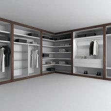 Modern Closet by Studio Verticale