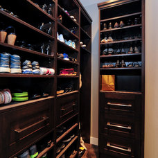 Contemporary Closet by Kon-strux Developments