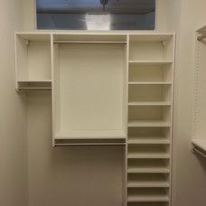 Modern Closet by ROWE DESIGN & CONSTRUCTION INC