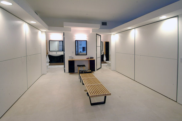Modern Closet by Soloway Designs Inc | Architecture + Interiors