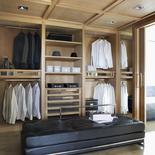 Example of a trendy dressing room design in Madrid