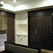 Modern Closet by Arkitec2ra Design Group