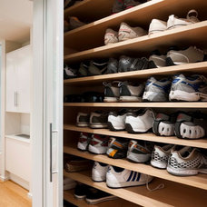 Modern Closet by Orion General Contractors