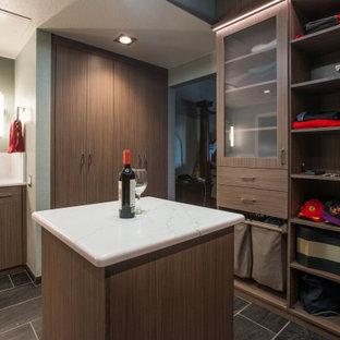 Foto de armario vestidor de hombre y abovedado, minimalista, de tamaño medio, con armarios con paneles lisos, puertas de armario de madera oscura, suelo de baldosas de cerámica y suelo gris