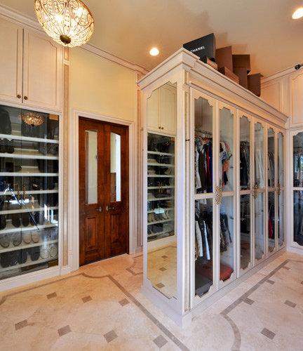 armoires et dressings victoriens avec un placard porte vitr e photos et id es d co d. Black Bedroom Furniture Sets. Home Design Ideas