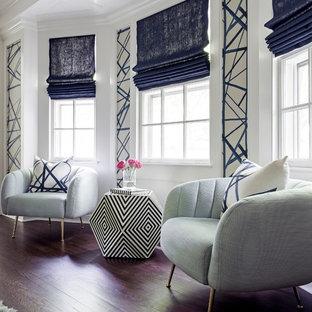 Foto de vestidor unisex, clásico renovado, de tamaño medio, con armarios con paneles lisos, suelo de madera oscura y suelo marrón