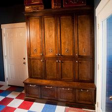 Traditional Closet by Deco Design