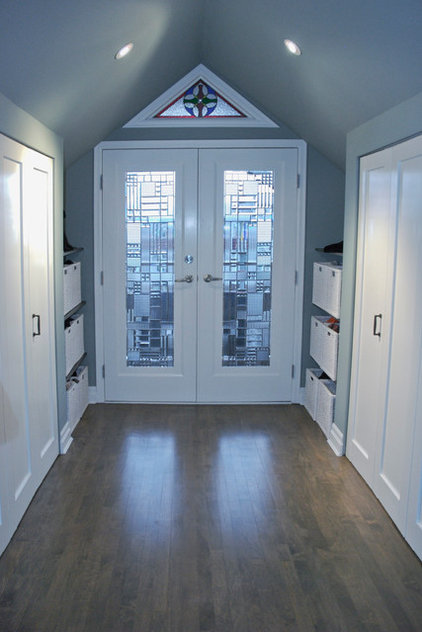 contemporary closet by Heather Merenda