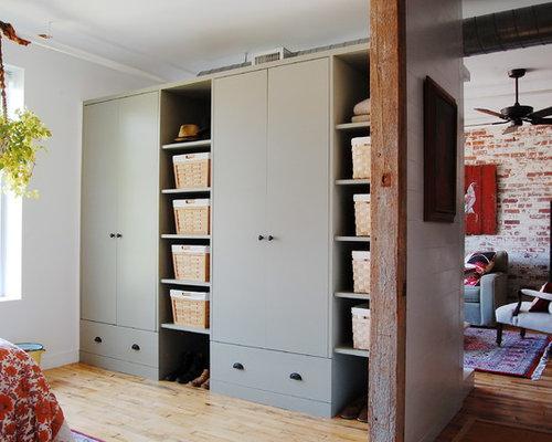 Foto e idee per armadi e cabine armadio armadi e cabine armadio industriali - Cabine armadio in legno ...