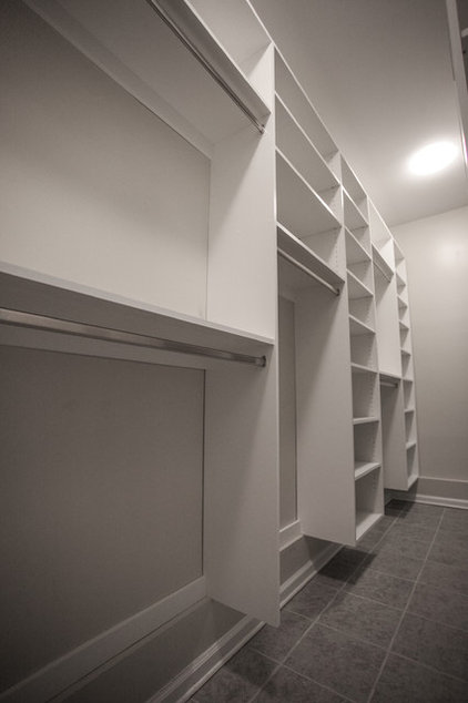 Contemporary Closet by Cabinets Of Atlanta Inc.