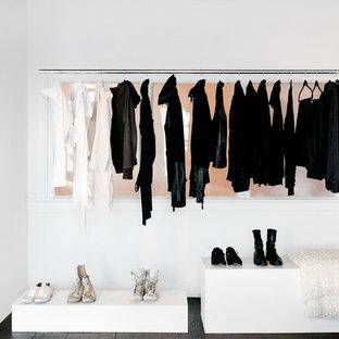 Modelo de armario y vestidor de mujer costero