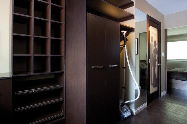 Modern Wardrobe by Harwood Design Builders Ltd.