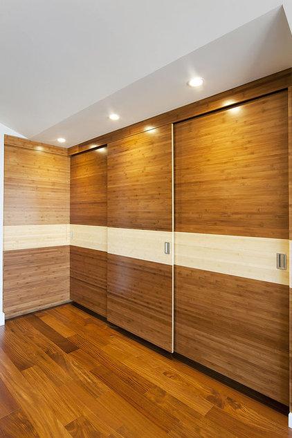 Contemporary Closet by W. David Seidel, AIA - Architect