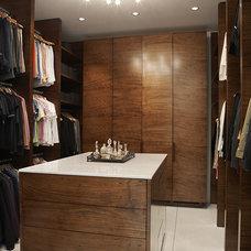 Contemporary Closet by Wheeler Kearns Architects