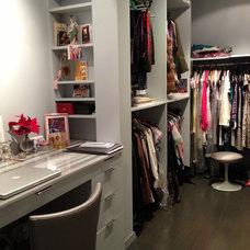 Modern Closet by White New York