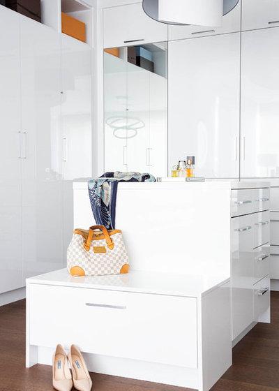 Contemporary Wardrobe by rp interior design