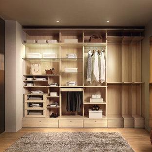 Idées déco pour un dressing et rangement moderne.