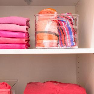 Immagine di una cabina armadio minimal