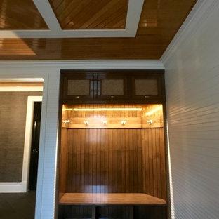 Foto de vestidor unisex, clásico, pequeño, con armarios abiertos, puertas de armario de madera oscura y suelo de pizarra