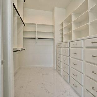 Ejemplo de armario vestidor unisex, tradicional renovado, grande, con suelo de baldosas de cerámica