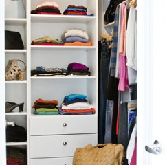 contemporary closet by Palmerston Design Consultants