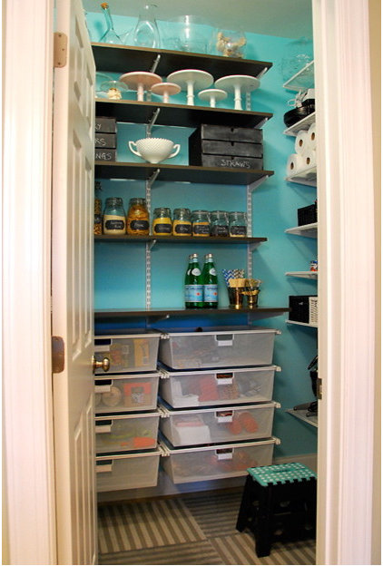 Modern Closet by Nicole Lanteri, On My Agenda LLC