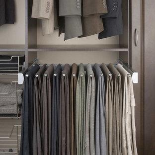 Ispirazione per una cabina armadio per uomo contemporanea