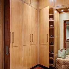 Contemporary Closet by Distinctive Remodeling, LLC
