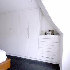 Modern Closet by MILLWORX