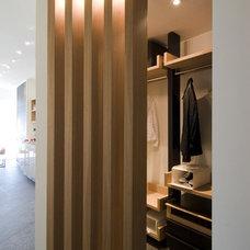 Modern Closet by Neslihan Pekcan/Pebbledesign