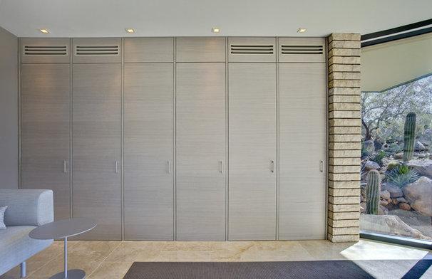 Contemporary Closet by John Senhauser Architects