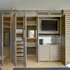 contemporary closet by John Senhauser Architects