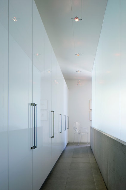 Contemporary Closet by Ibarra Rosano Design Architects