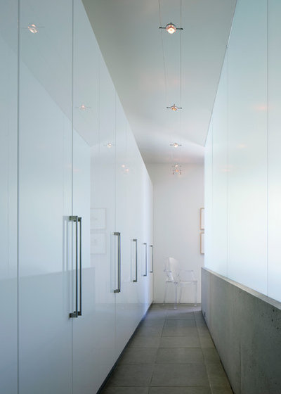 Simple Contemporary Closet by Ibarra Rosano Design Architects