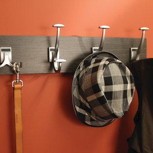 Foto de vestidor unisex, contemporáneo, pequeño, con armarios abiertos y puertas de armario de madera en tonos medios