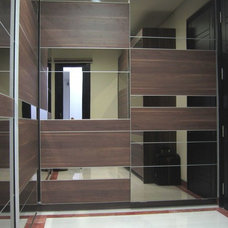 Modern Closet by Melior Kitchen