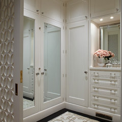 contemporary closet by Charlie Barnett Associates