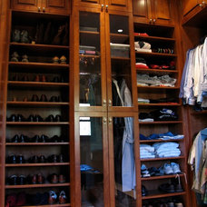 Traditional Closet by Wellwood Enterprises