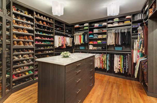 Contemporary Closet by CARNEMARK