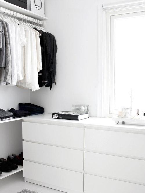 foto de armario unisex moderno pequeo con armarios con paneles lisos puertas
