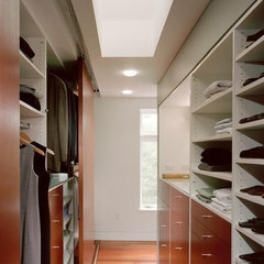 modern closet by Hanson General Contracting, Inc.