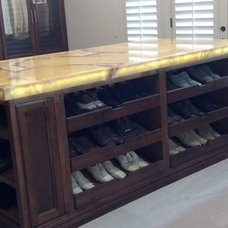 Traditional Closet by Ideal Closets & Cabinetry Exploration - ICCE
