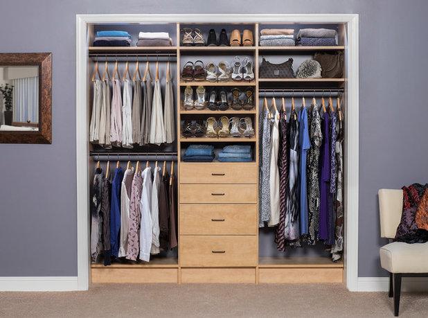 トランジショナル クローゼット by MC3 Matt's Closets, Cabinets & Coatings