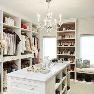 Foto de vestidor unisex, tradicional, extra grande, con armarios abiertos, puertas de armario blancas, moqueta y suelo beige