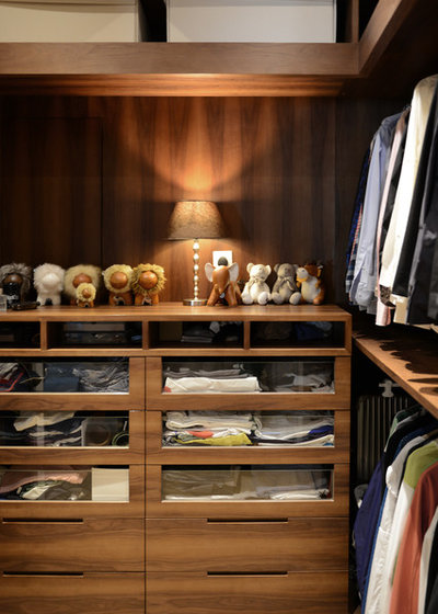 Contemporary Closet by hoo Interior Design & Styling